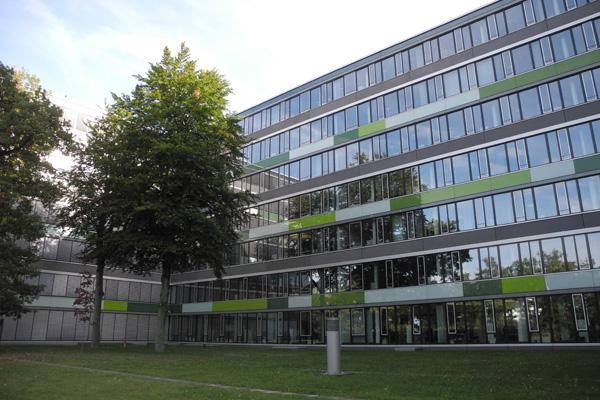 Modernes Bürogebäude auf dem Gelände des ehemaligen FTZ